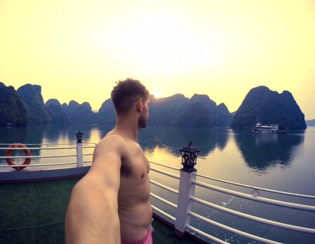 Sunset Boat Selife Halong Bay Vietnam