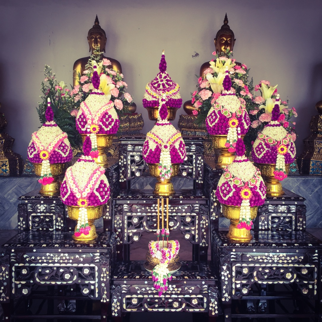 temple seeking in the bangkok buddha
