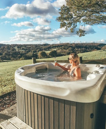 Hot Tub, Fowey, Cornwall, Farm, Chill, Salt and Coconuts, Bubbles, Prosecco, Relax