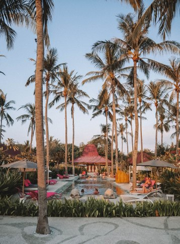 hotel of dream, pink, swimming pool, salt and coconuts, travel, explore, love it, wow, beautiful